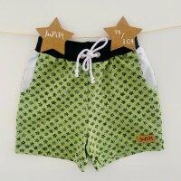 Sommer-Shorts Kritzelsterne grün